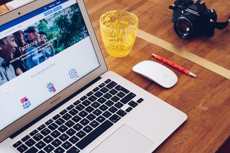 Facebook Ads auf Laptop